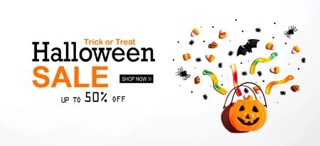 Halloween sale banner with Halloween pumpkin and decorations Imagens