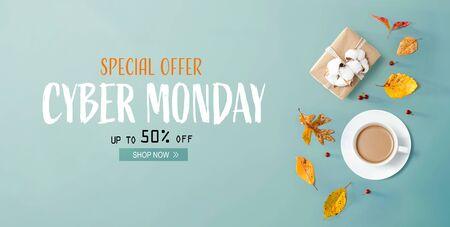Cyber Monday Banner mit Herbstthema mit Kaffee und Geschenkbox Standard-Bild