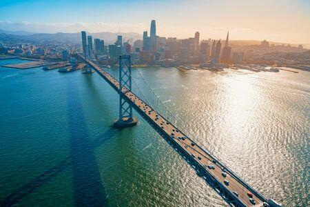 Luftaufnahme der Bay Bridge in San Francisco, Kalifornien