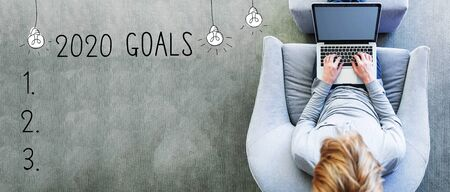 2020 goals with man using a laptop in a modern gray chair 版權商用圖片 - 132832843