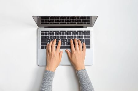 Person using a laptop computer at a work desk 스톡 콘텐츠