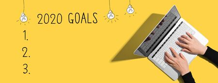 2020 goals with person using a laptop computer Zdjęcie Seryjne