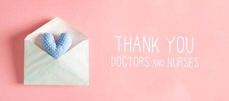 Thank You Doctors and Nurses message with a blue heart cushion in an envelope Standard-Bild