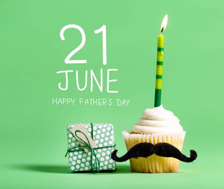 Fathers Day message with cupcake with a moustache Standard-Bild