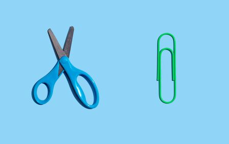 Scissors and a clip with dropped shadow from above - overhead view Standard-Bild