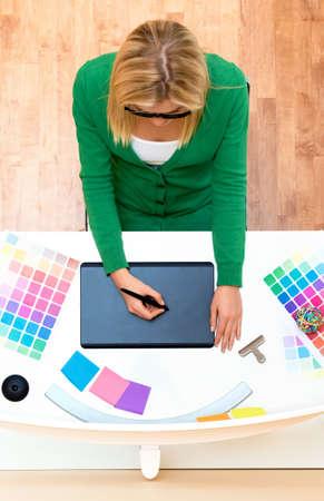 Graphic designer using her graphic tablet Standard-Bild