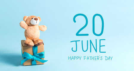 Fathers Day message with teddy bear Standard-Bild