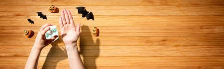 Applying sanitizer gel with Halloween theme 版權商用圖片