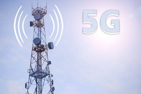 5G Network Connection Concept-5G ;communication mast, satellite communication antenna, copy space Imagens