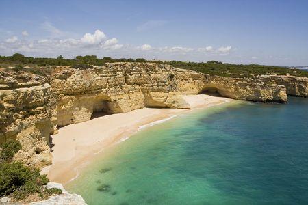 praia: View of the beautiful beach Praia da Marinha located on the Algarve, Portugal.