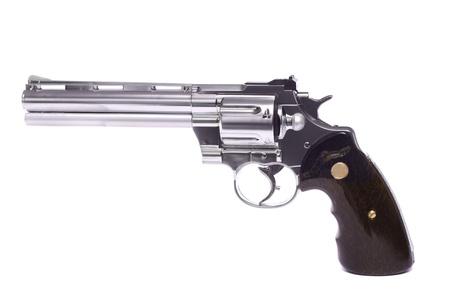 흰 배경에 고립 airsoft 총의 뷰를 닫습니다.