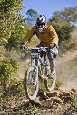 btt: View of a btt downhill bike dirt competition.