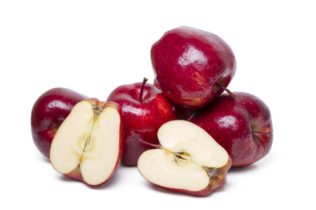 일부 빨간 사과 흰 배경에 고립의 뷰를 닫습니다.