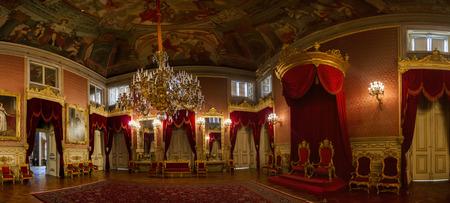 리스본, 포르투갈에 위치한에서 Ajuda 궁전의 아름다운 객실 중 하나의 인테리어보기.