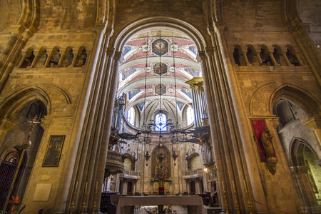 se: Interior view of the beautiful Cathedral of Se located in Lisbon, Portugal.