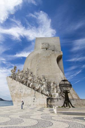 discoverer: Vista del monumento hist�rico a los Descubrimientos, situado en Lisboa, Portugal. Editorial