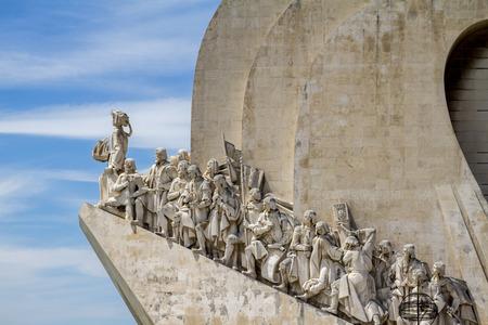 descubridor: Vista del monumento histórico a los Descubrimientos, situado en Lisboa, Portugal. Editorial