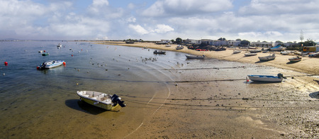 ria: View of the shoreline of the island of Farol, located in the Ria Formosa marshlands, Portugal.