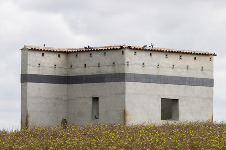 hobby hut: View of a bird watching house spot in Alentejo, Portugal.