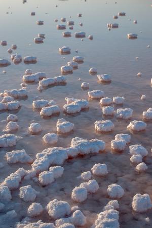 evaporacion: estanques de evaporaci�n salinas cerca de Isla Cristina, Espa�a. Foto de archivo