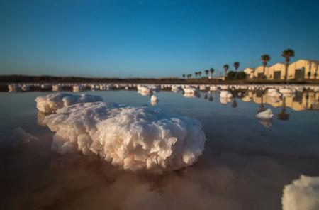 evaporacion: estanques de evaporación salinas cerca de Isla Cristina, España. Foto de archivo