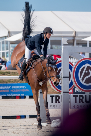 uomo a cavallo: VILAMOURA, PORTUGAL - APRIL 2, 2016: Horse obstacle jumping competiion, called Vilamoura Atlantic Tour that brings the finest athletes to the event.