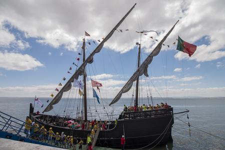LISBONNE, PORTUGAL: 22 juillet 2016 - Tall Ships course est un grand événement nautique où les grands navires majestueux avec des voiles sont présentés au public pour des visites.
