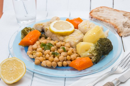 Portuguese meal, Codfish with chickpeas and vegetables. Imagens