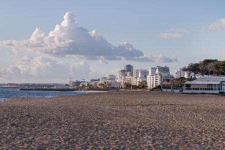 Beautiful empty sandy beaches in Quarteira, Algarve, Portugal 版權商用圖片 - 96804336