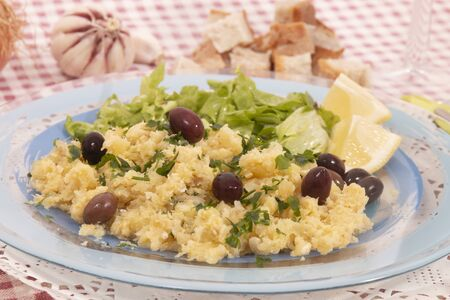 View of bacalhau a bras dish, typical Portuguese cuisine, a dish with salt cod, potatoes and eggs. Imagens