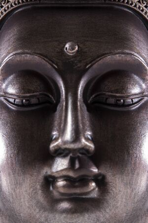 Buddha figurine decorative head close up with dynamic shadows. Banque d'images