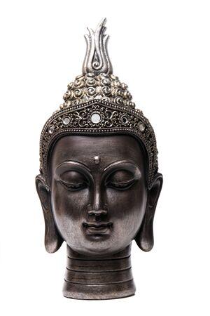 Tête décorative de figurine de Bouddha d'isolement sur un fond blanc.