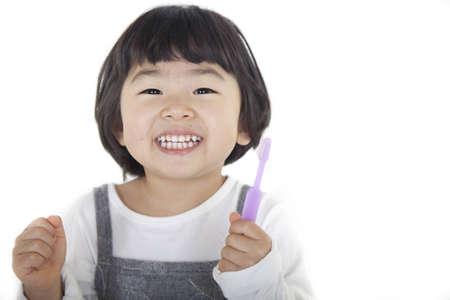 polis: brushes teeth