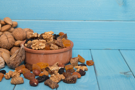 dried fruits: dried fruits and nuts