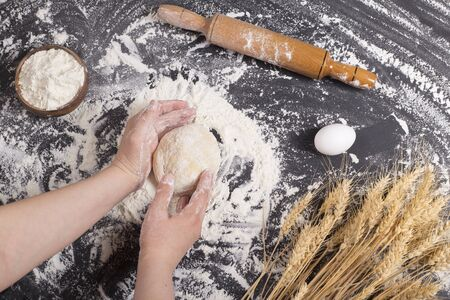 woman kneading dough for making bread Imagens
