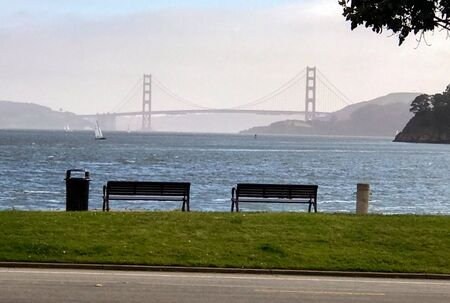 2 benches in Tiburon, California overlook the San Francisco Bay Zdjęcie Seryjne