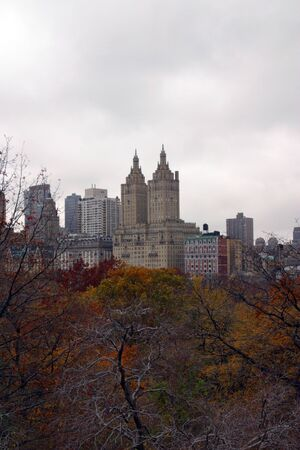 A cloudy day in Central Park during the fall. The Dakota Building rises in the distance. Zdjęcie Seryjne