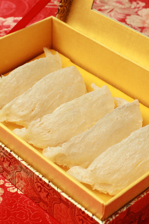 white bird: Raw Bird Nest in Elegant Gift Box