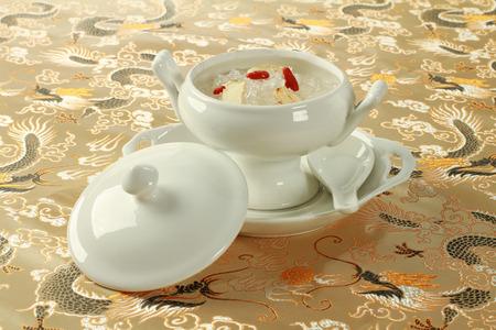 Vogelnest soep met Chinese Herb