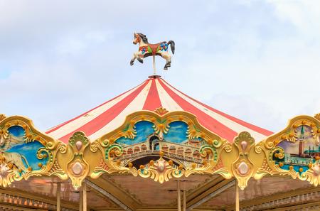 oficina antigua: Caballos del carrusel en un carnaval