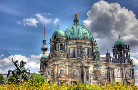 dom: berlinois dom  �ditoriale