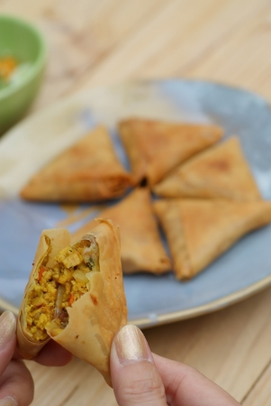 Most popular appetizer indian food  is samosa