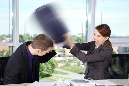 Geschäftslage in Office mit Frau und Mann