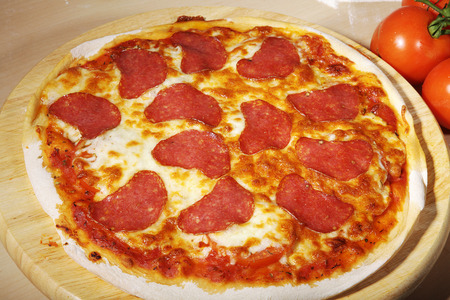 diat product: presents pizza on wooden cutting board