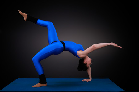 diagonally: yoga woman shows the setting wheel diagonally Stock Photo