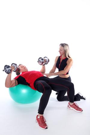 nette Trainer Paar in Sportübungen