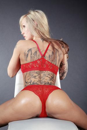 schöne Frau in sexy Dessous posiert Lizenzfreie Bilder - 31615580