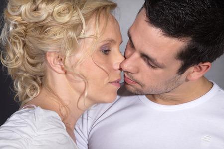 schöne Liebe Paar auf der Suche verträumte Lizenzfreie Bilder