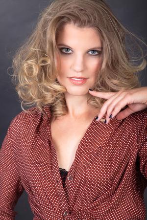 model pose: hermosa mujer en la actitud modelo Foto de archivo
