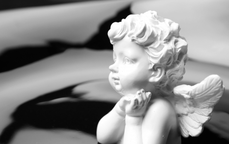 angel headstone: White angel statue Stock Photo